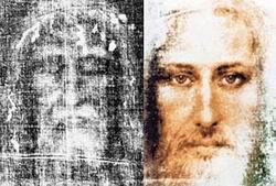 СЛЕВА: образ, переснятый с плащаницы. СПРАВА: компьютерная  реконструкция того, как мог выглядеть человек, оставивший отпечаток на погребальном полотне